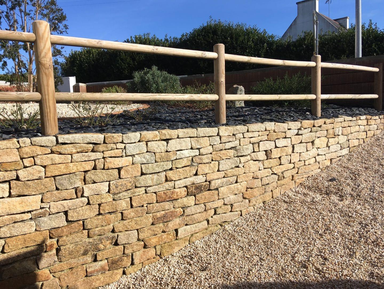 Muret pierre garde corps bois - Muret en pierre