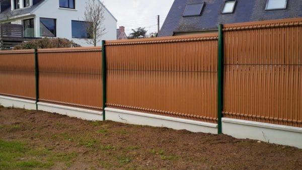 Cloture panneaux rigide vert avec occultant PVC bois clair - Clôtures grillagées