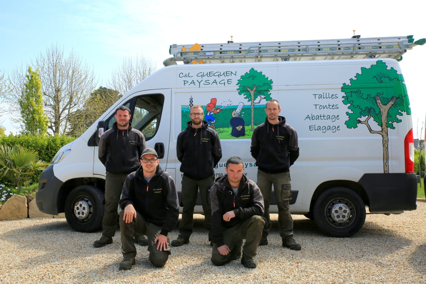 equipe taille tonte abattage elagage gueguen paysagiste - Accueil